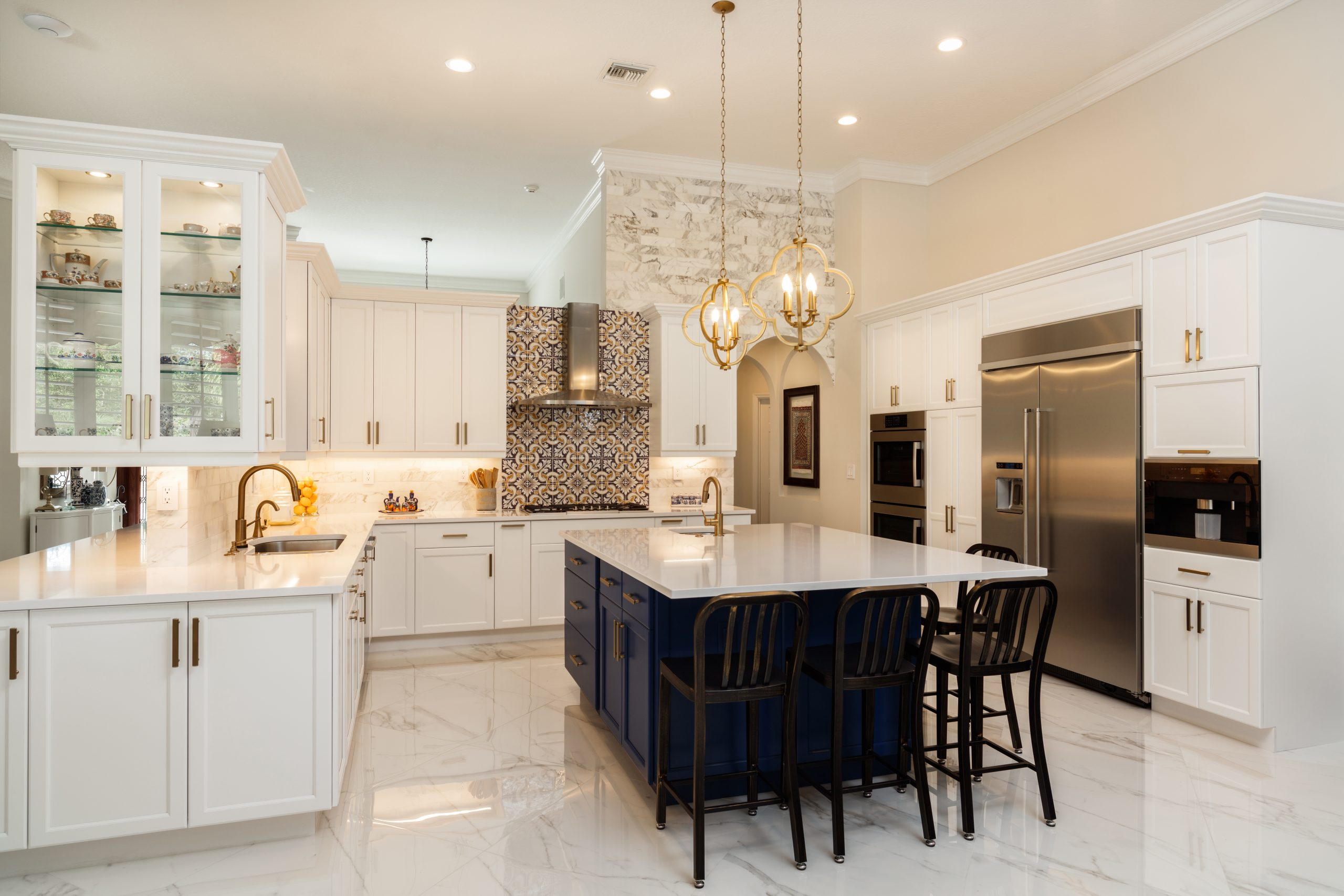 Beautiful,Luxury,Home,Kitchen,With,White,Cabinets.